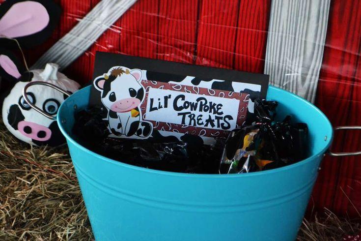 MOO! MOO!  Makenna's TWO!   CatchMyParty.com  #BarnyardParty #FarmParty #Cows #LilCowpokeTreats