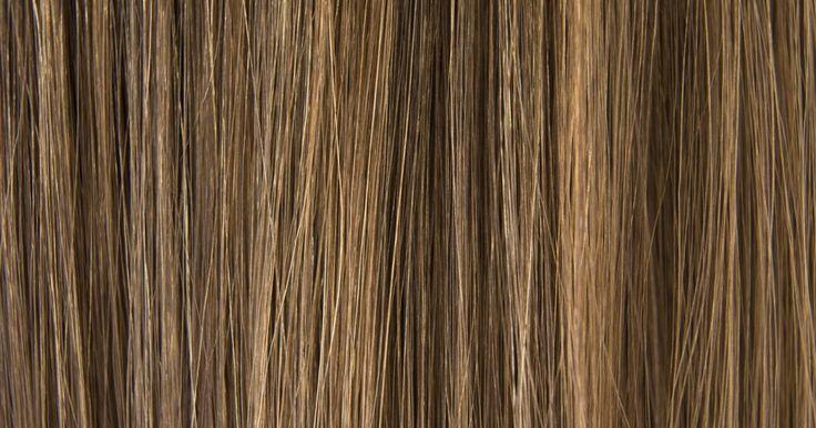 Cómo mezclar tintes de pelo para obtener resultados diferentes. No tienes que tomarte toda tu tarde libre (por no hablar de una gran parte de dinero ganado con esfuerzo) con tu estilista para darle una reforma al color de tu pelo. Eres una chica segura de ti misma y no hay ninguna razón por la cual no puedas asumir la tarea y conseguir el trabajo. ¡Puedes hacerlo! Incluso puedes mezclar dos o más colores ...