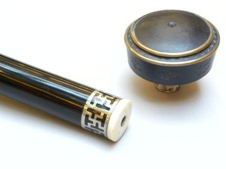 Pipe à opium laquée noire avec plaquette en argent