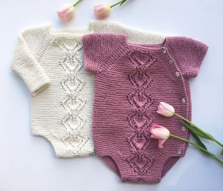 Snowdrop is a wrap onesie in garter st with a leaf lace pattern down the front. The onesie is worked top-down with raglan increases. The onesie is worked in one piece which means that only a minimum of finishing is required.