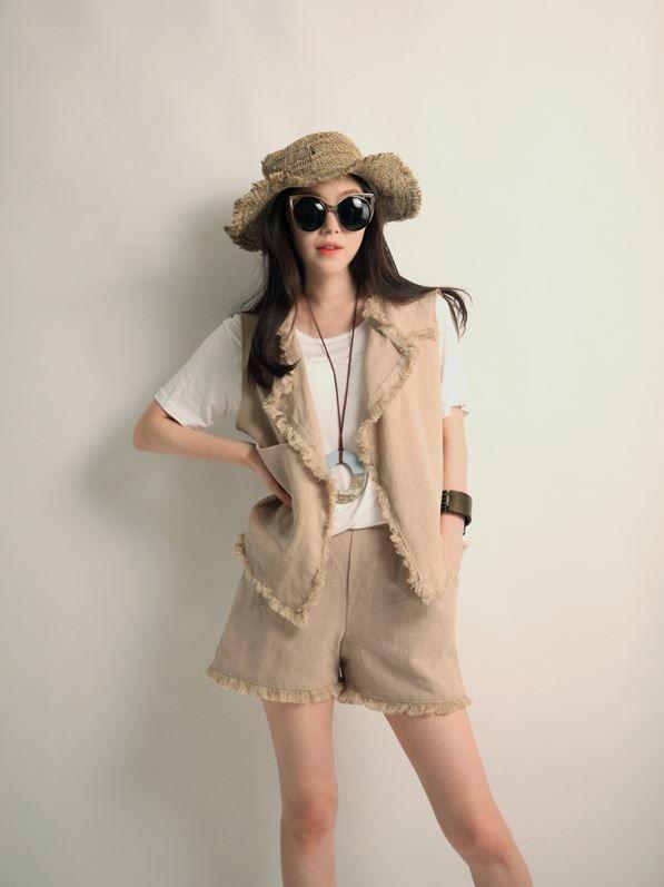 Korea feminine clothing Store [SOIR] Linen natural Shorts  / Size : Free / Price : 36.28USD #korea #fashion #style #fashionshop #soir #feminine #special #lovely #luxury #shorts #Ivory #Beige