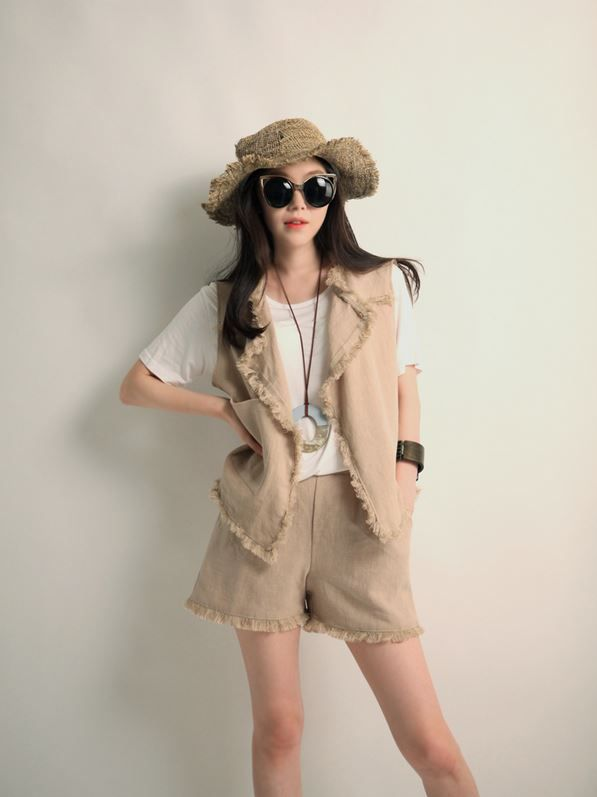 Korea feminine clothing Store [SOIR] Linen natural Shorts  / Size : Free / Price : 36.28USD #korea #fashion #style #fashionshop #soir #feminine #special #lovely #luxury #shorts #Ivory #Beige