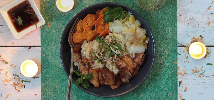 Noël vegan - Risotto coco-citronnelle, tofu laqué au gingembre, patates douces rôties, poireau vapeur ©La Table Verte