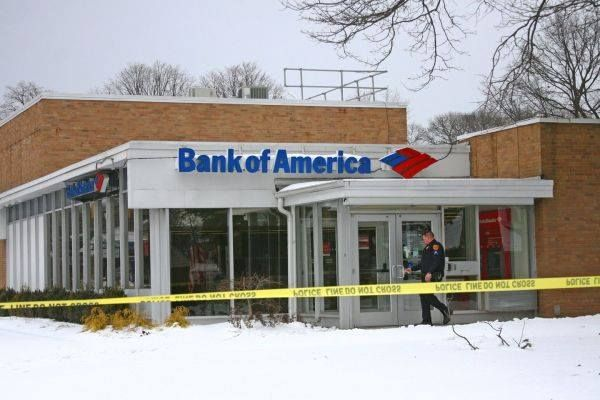 #Bank #robber #arrested after ride to #LIRR station, #police say  ➡ http://www.newsday.com/long-island/crime/east-northport-bank-robber-flees-to-rr-station-cops-say-1.13271197  ➡ http://patch.com/new-york/smithtown/s/g292o/reported-east-northport-bank-robbery-under-investigation?utm_source=dlvr.it&utm_medium=twitter&utm_term=police+%26+fire&utm_campaign=recirc&utm_content=aol  #Photo: A bank robber who hitched a ride to an LIRR station was arrested hours after he held up this Bank of America…