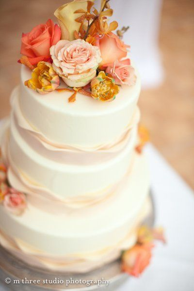 Peaches & cream with golden tones...perfect for late summer & early fall!    Cake Toppers, Wedding Cakes Photos by Belle Fiori