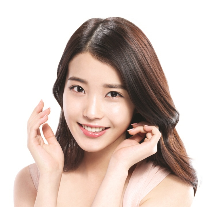 IU in the saem commercial. Isn't she looks so lovely and innocent?