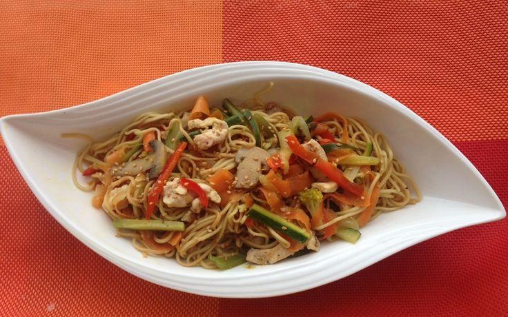 Nouilles sautées aux légumes et au poulet Environ 31 min | Par Samia B.