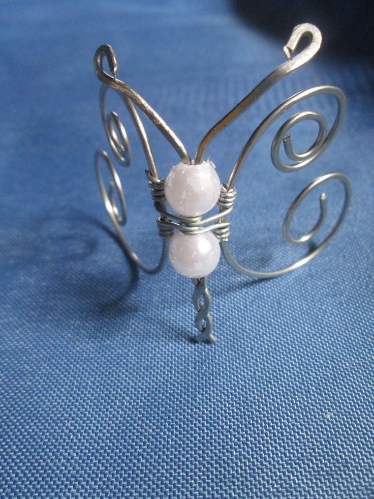 mariposa con alambre y perlas
