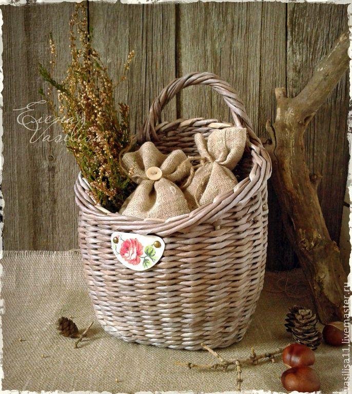 Купить Удобная корзиночка - Плетеная корзинка, серая, состаренная, декорированная, удобная корзиночка, с ручкой, настенная