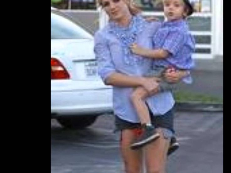 Britney Spears & her babies ( Sean Preston & Jayden James)