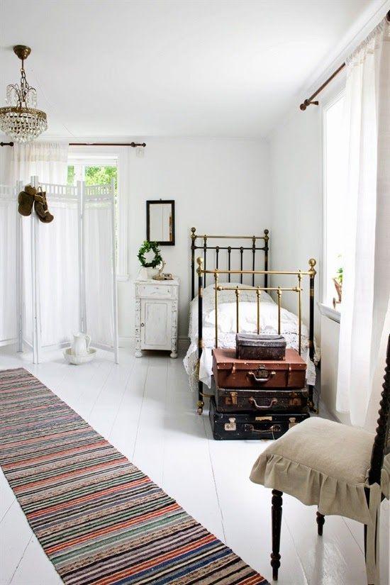 antique brass bed | photo johan lindvall