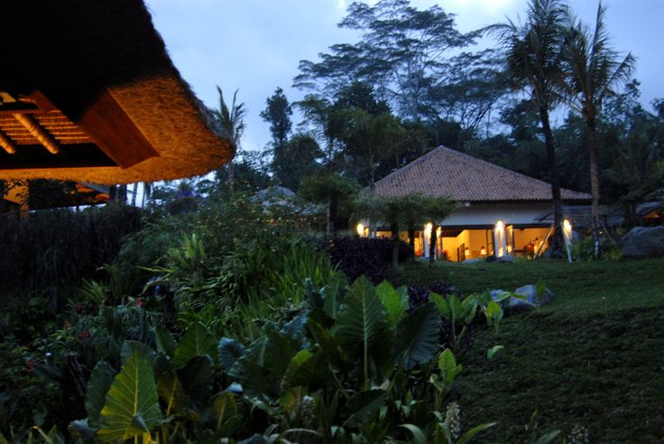 Evening at Villa Bayad Ubud Bali - Villa Bayad Ubud Bali are ideal for wedding parties and ceremonies be it a small gathering or a full blown function.