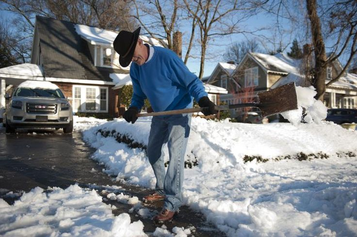 Warning Signs of a Heart Attack While Shoveling Snow