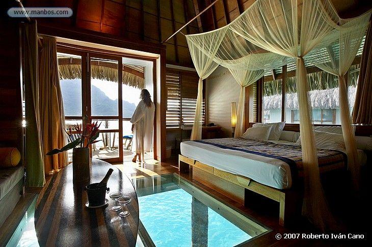 love the doors in the bedroom... just noticed the floor.  Foto de Bora Bora, Polinesia Francesa