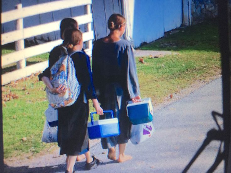 amish girls going to school Amish country, Amish, Girl
