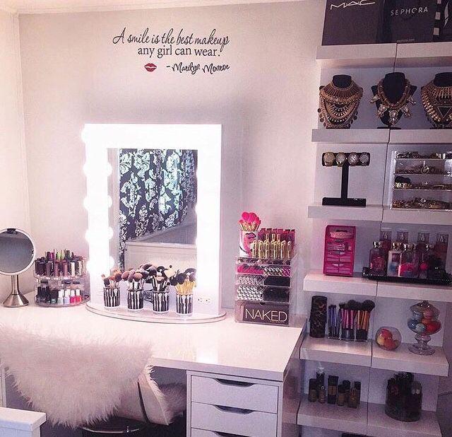 I would put one shelf on each side but I love this setup!