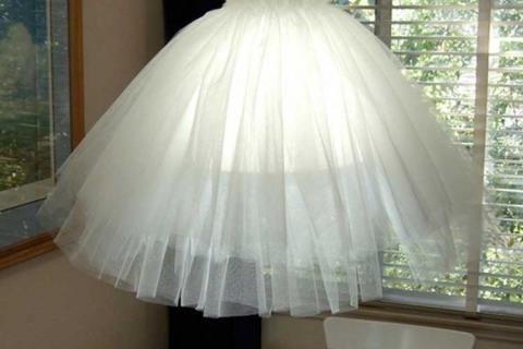 Абажур из пышной юбки