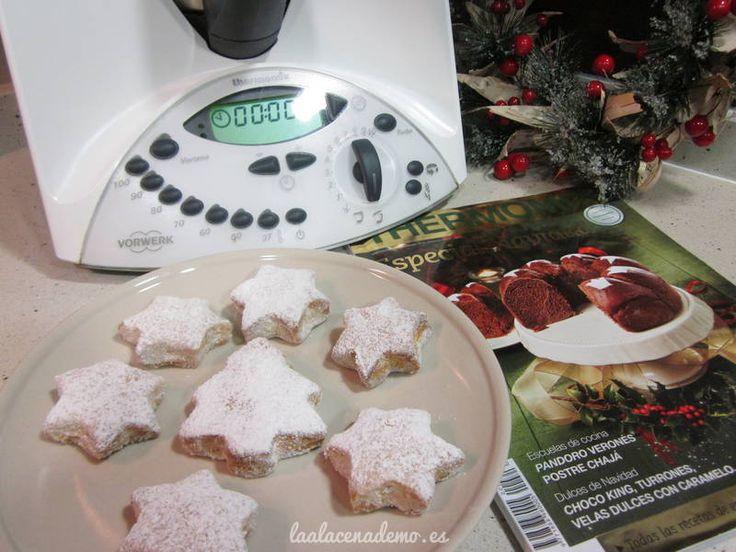 Receta de hojaldrinas de naranja con Thermomix. Prepara estas deliciosas pastas para el café o los postres navideños. Duran varias semanas en una caja.