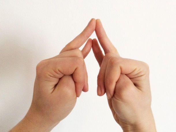 Diese Finger-Yoga-Übung entspannt uns sofort.
