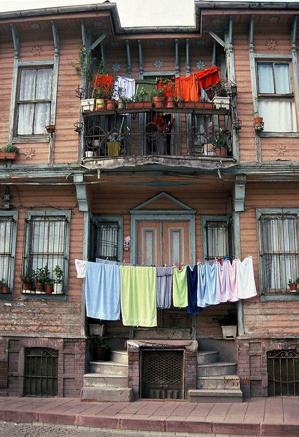 the pink house, Cankurtaran, Istanbul. Turkey.  photo by Rezzan Akin.