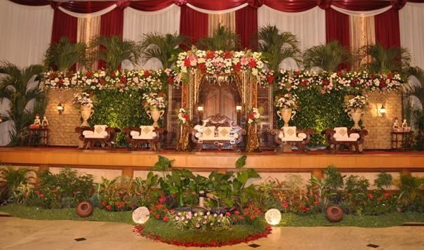 For the wedding decorations, the stage and gebyok, according to demand and tastes of the bride and groom. The price is very affordable .. More info : 0813 2830 5569