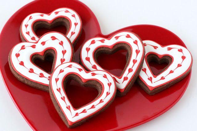 Simple Heart Valentine's Cookies: Decor Ideas, Valentines Cookies, Cookies Decor, Heart Cookies, Chocolates Cookies, Decor Cookies, Valentines Day, Cookies Recipes, Valentines Treats