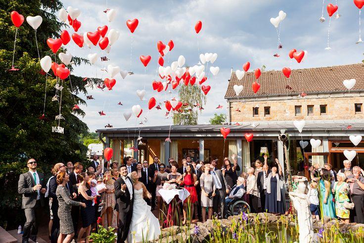 Ein Bericht mit vielen Fotos über eine Hochzeit in Bochum und Hattingen. Die Fotos wurde auf dem Gelände der Henrichshütte Hattingen gemacht.