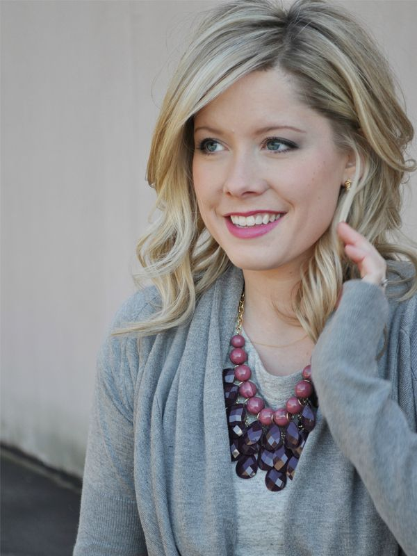 Great blog with fashion and hair ideas. I love the hair style in this picture.