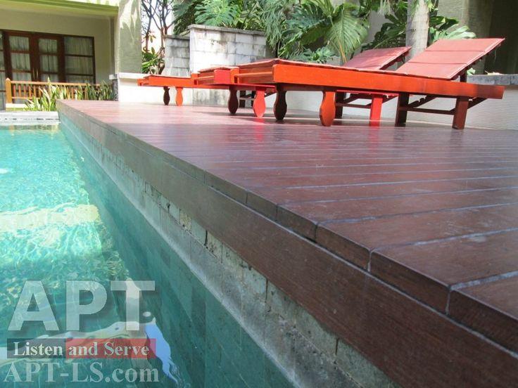 Gỗ conwood làm mặt sàn bể bơi khách sạn