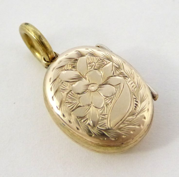 Vintage Front & Back Gold Photo Locket Pendant - The Collectors Bag
