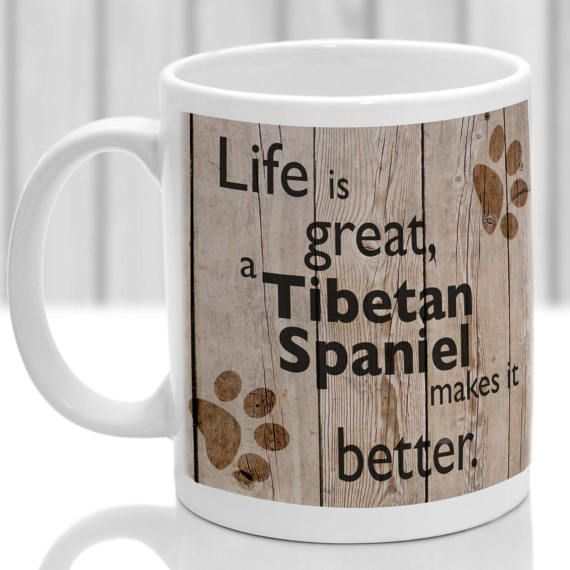 Tasse de chien épagneul tibétain. Cadeau idéal pour tout amateur de chien épagneul tibétain. Unique épagneul tibétain permanent impression par sublimation. Conception du panneau de bois et impression de patte imprimé tout autour de tasse. Lave-vaisselle et micro-ondes Une haute qualité 10oz tasse lave-vaisselle / four micro-ondes SAFE