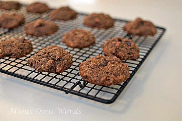 The Digest Diet Cookbook Giveaway and Chocolate Cookie #Recipe 1/24 - Winner will receive a copy of the Digest Diet Cookbook!