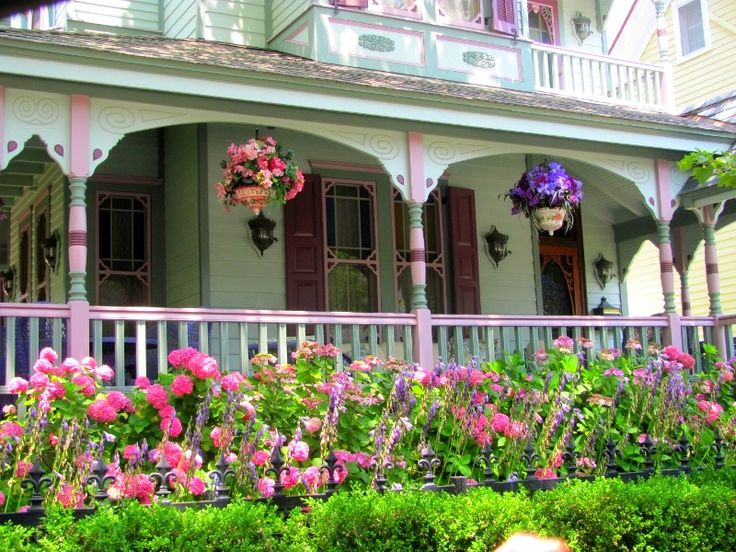 Check out these charming front porch ideas on the hometalk for Front porch landscaping plants