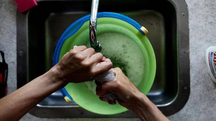 Spar tid på rengøringen ved at skære ned på 'æstetisk rengøring', indret rengøringsvenligt, mobilisér hele familien og brug rengøringsmidler, der gør rengø