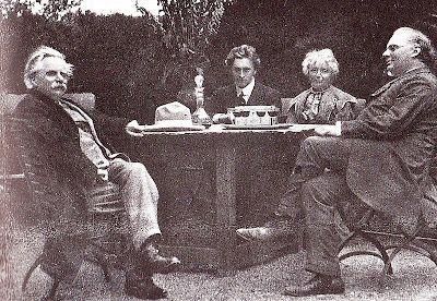 Photographies de 1907. De gauche à droite, Grieg, Grainger, Nina Grieg,le physicien Wilhelm Röntgen (1845-1923).