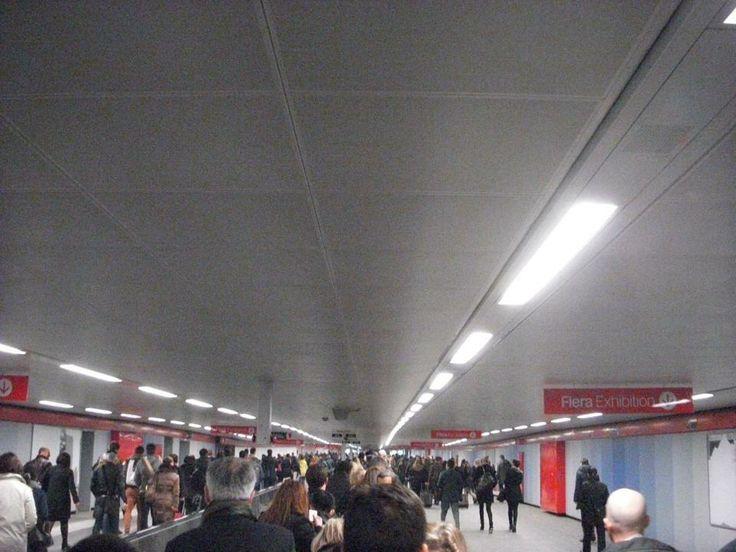 Estação do metrô na entrada do evento.