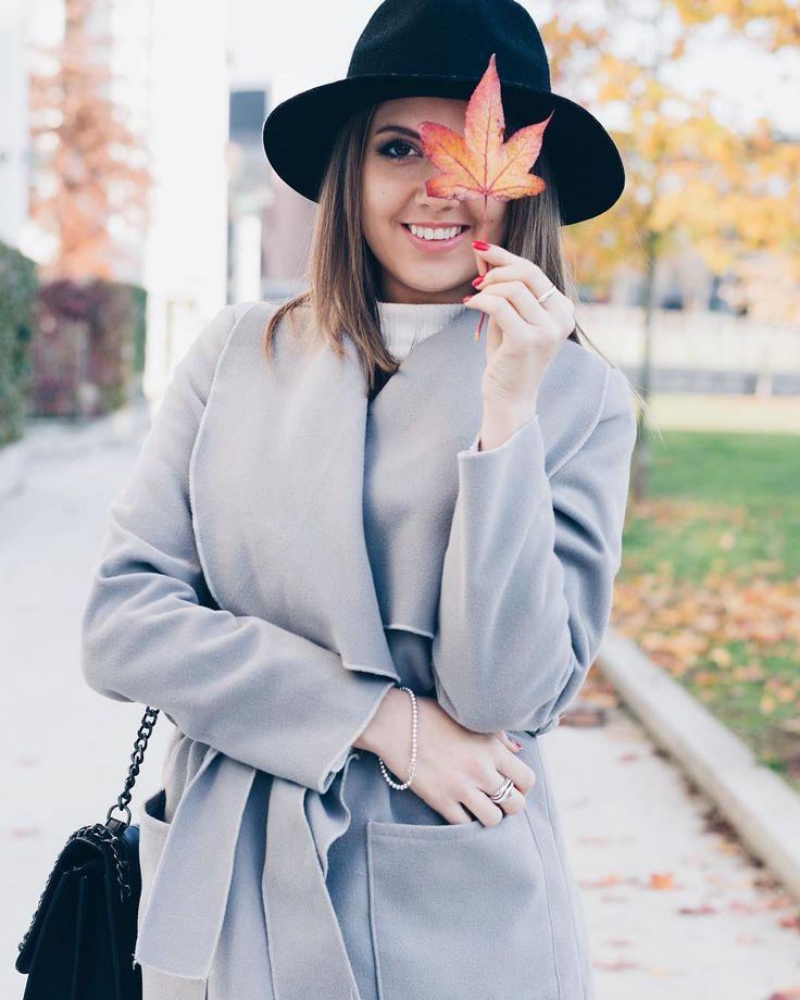 Sorrisone 😜Nel post di oggi indosso un cappotto vestaglia e vi do qualche consiglio su come indossarlo al meglio 👌🏼👌🏼👌🏼😉www.ellysa.it