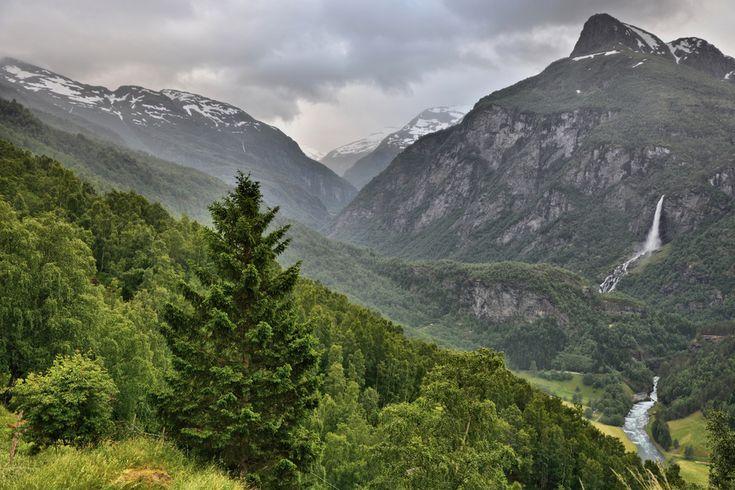 Flåmsdalen from Ryo - looking towards Vidmenosi