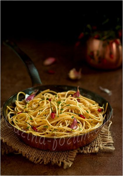 Spaghetti aglio, olio, peperoncino (Spaghetti with garlic, olive oil and hot pepper