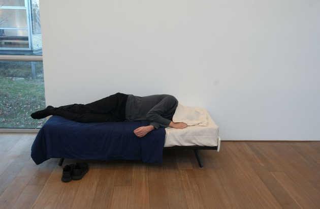 Yael Davids, Pillow (2001).© Marco Sweering, Museum De Paviljoens