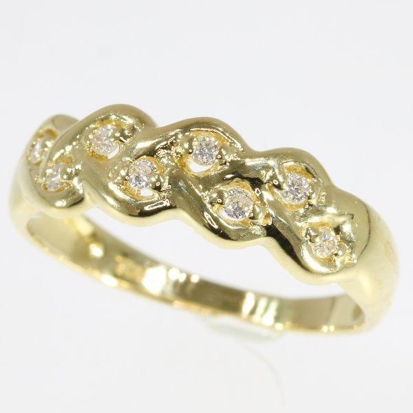 012 ct diamanten en 18 karaat geel gouden ring - grootte: EU-51 & 16 Verenigde Staten-5 UK-K gratis vergroten/verkleinen  Soort juweel: ringConditie: zeer goed - als nieuwEra: ca. 1980Materiaal: 18K yellow gold (toetssteen getest)Diamant: Acht briljant geslepen diamanten met een geschat gewicht van  0.12 ct. (kleur en helderheid: G / I si / ik).Alle diamant gewichten kwaliteiten van de kleur en helderheid zijn bij benadering omdat de stenen waren niet uit hun mounts te behouden van de…