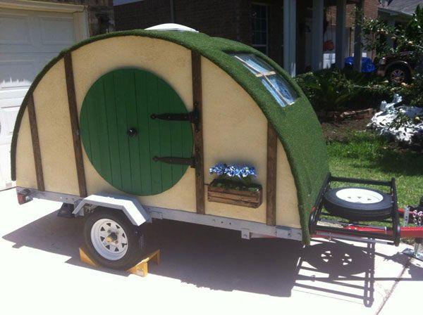 Un camping pequeño remolque parece un agujero Hobbit - http://www.decoracion2014.com/diseno-de-interiores/un-camping-pequeno-remolque-parece-un-agujero-hobbit/