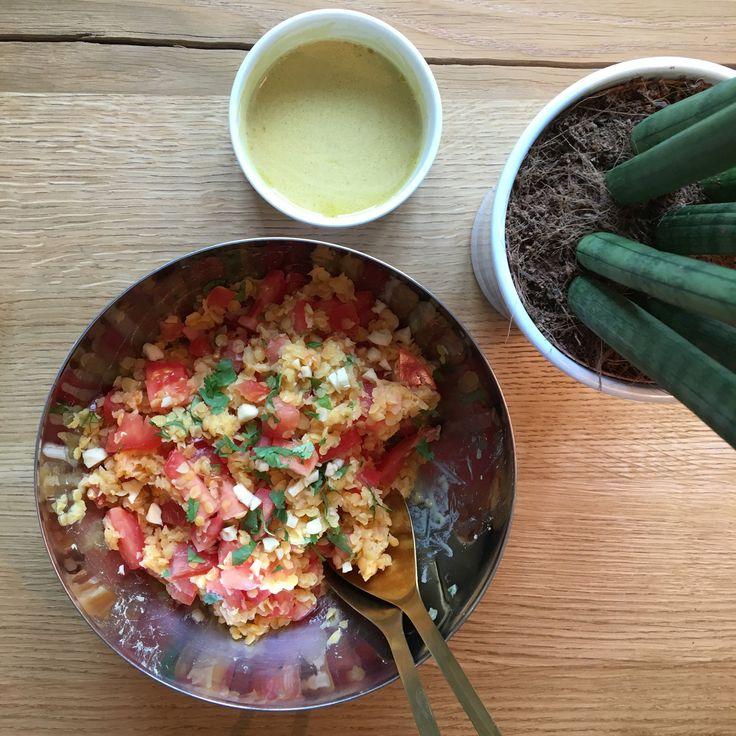 cuisine plante table bol cuillere sauce rouge jaune