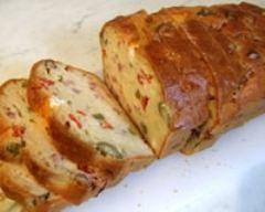 Cake aux olives et lardons fumés (facile, rapide) - Une recette CuisineAZ
