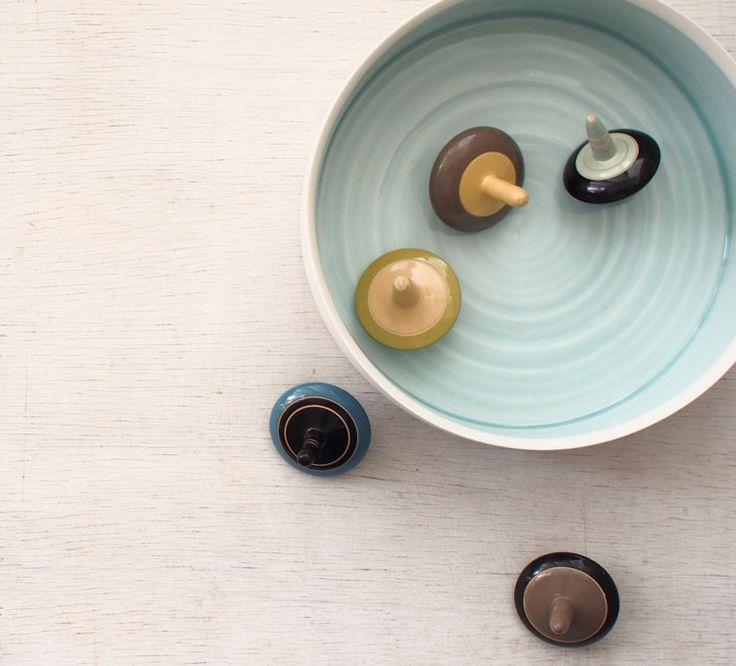Wit en Azure Porcelain Bowl serveren / van ByTheLinePottery op Etsy