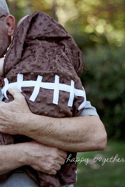 football baby blanket. so gonna have to make this for Isaiah!