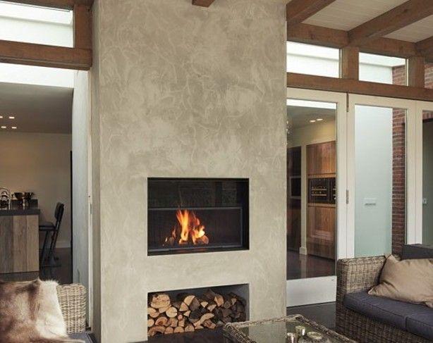 De winter komt er weer aan. Deze prachtige openhaard met de mooie meubels geven je een warm gevoel.