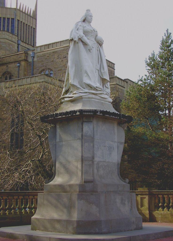 https://upload.wikimedia.org/wikipedia/commons/6/61/Statue_of_Queen_Victoria_in_Blackburn.jpg