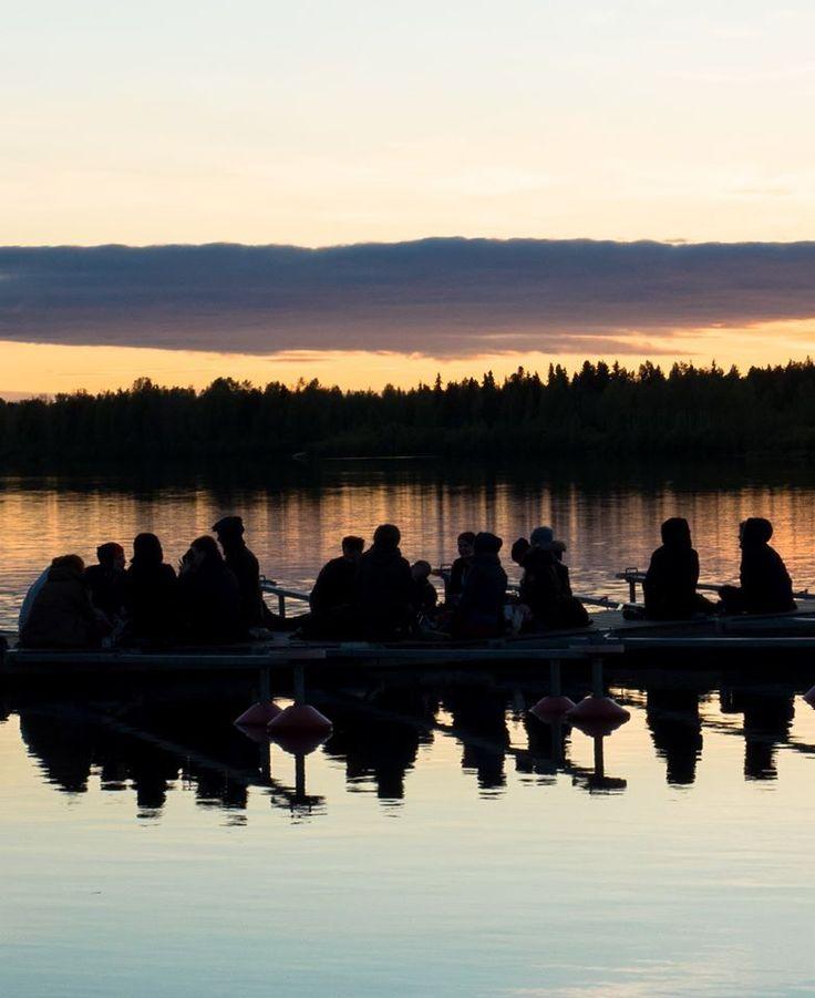#lake #finnishlakes #discoverfinland #lakesoffinland #finland #järvi #järvimaisema #suomenluonto #luonto #outdoors #rantakivet #sunset #auringonlasku #rowing #soutu #soutaja