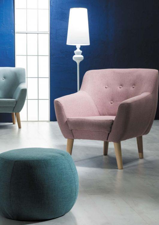 Fotele NORDIC 1 są rewelacyjnymi meblami wypoczynkowymi do salonu. Zastosowane w fotelach nóżki wykonane zostały z naturalnego drewna bukowego, co gwarantuje wysoką trwałość i stabilność konstrukcji.